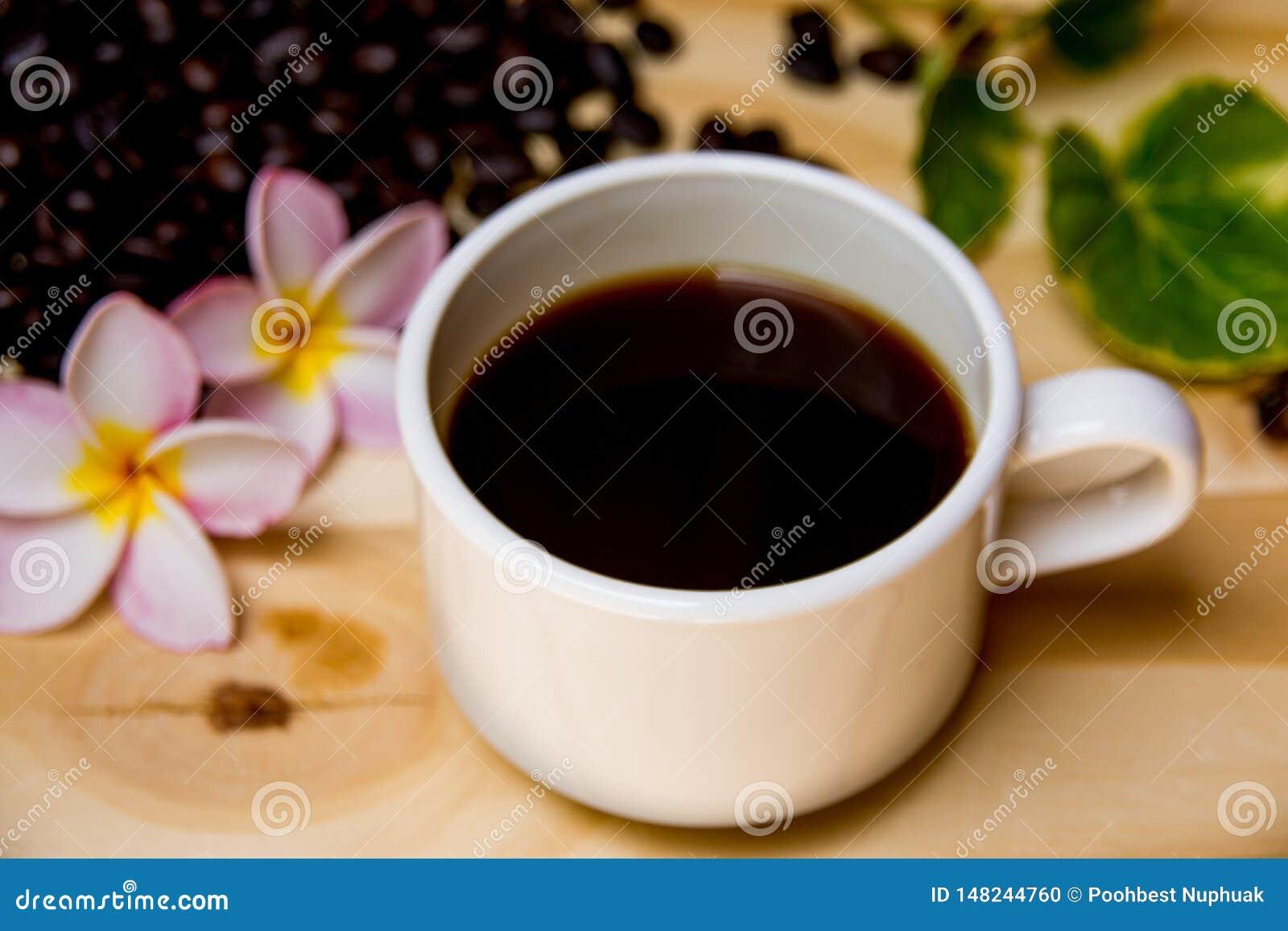 Une tasse de café arrière