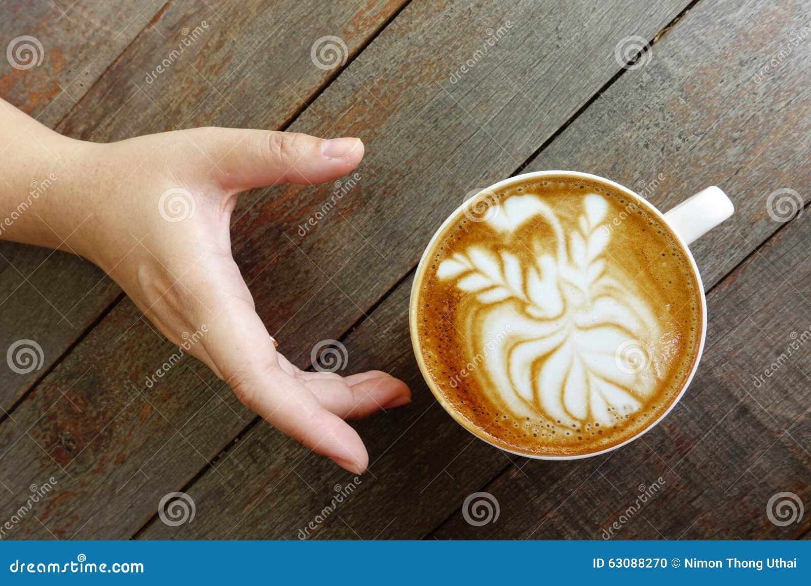 Download Une Tasse De Café D'art De Latte Photo stock - Image du assiette, doux: 63088270