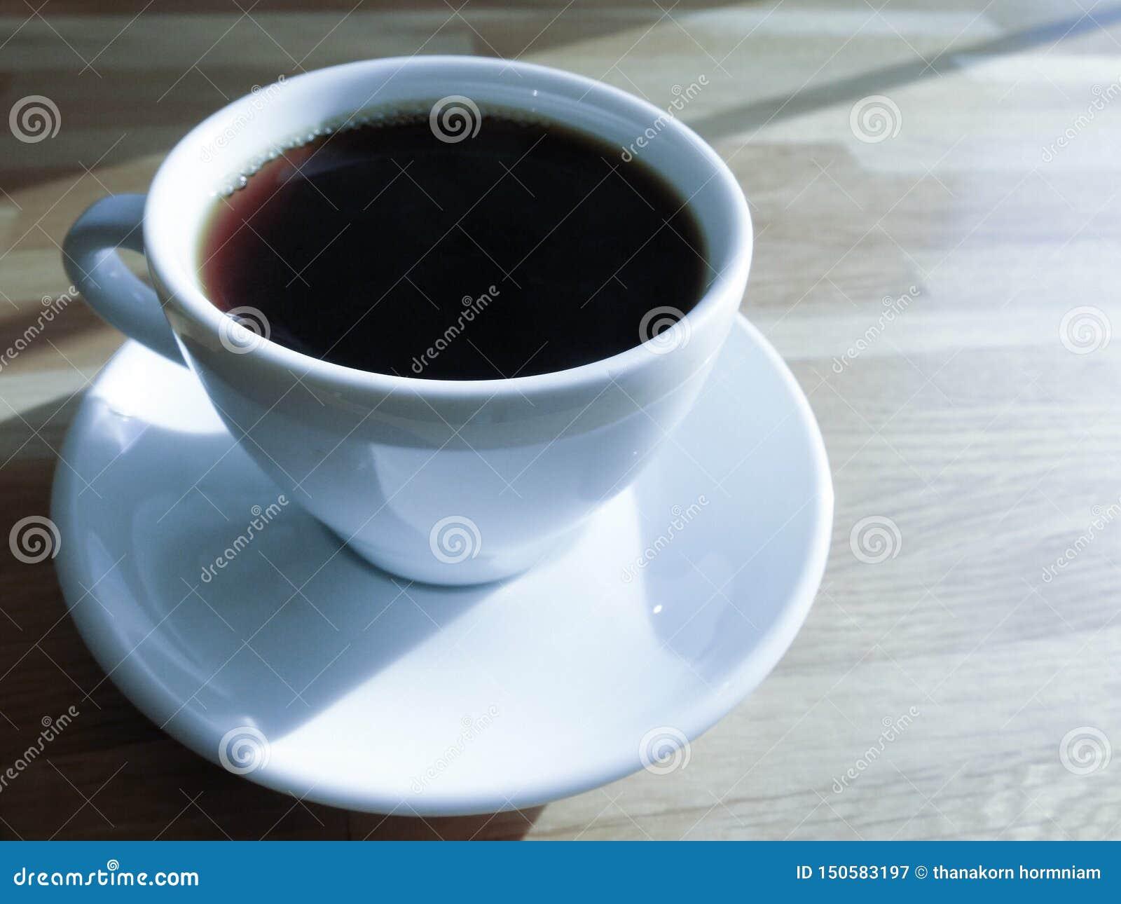 Une tasse de café, café noir pendant le matin
