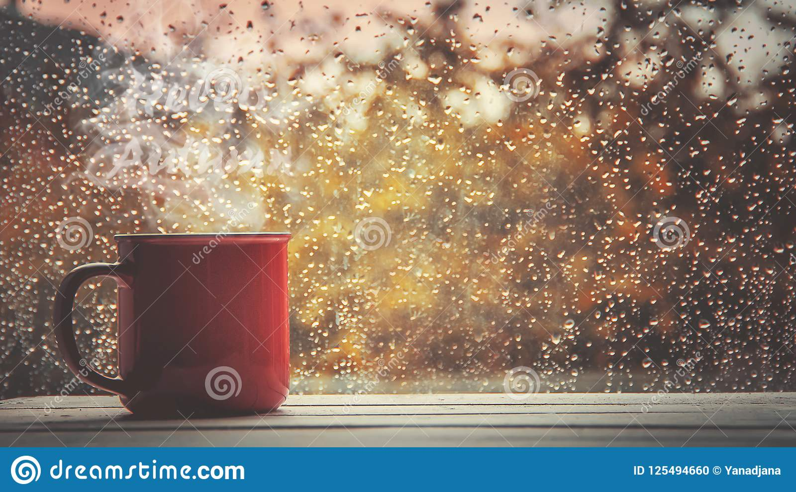Une tasse de thé Bonjour, automne Foyer sélectif