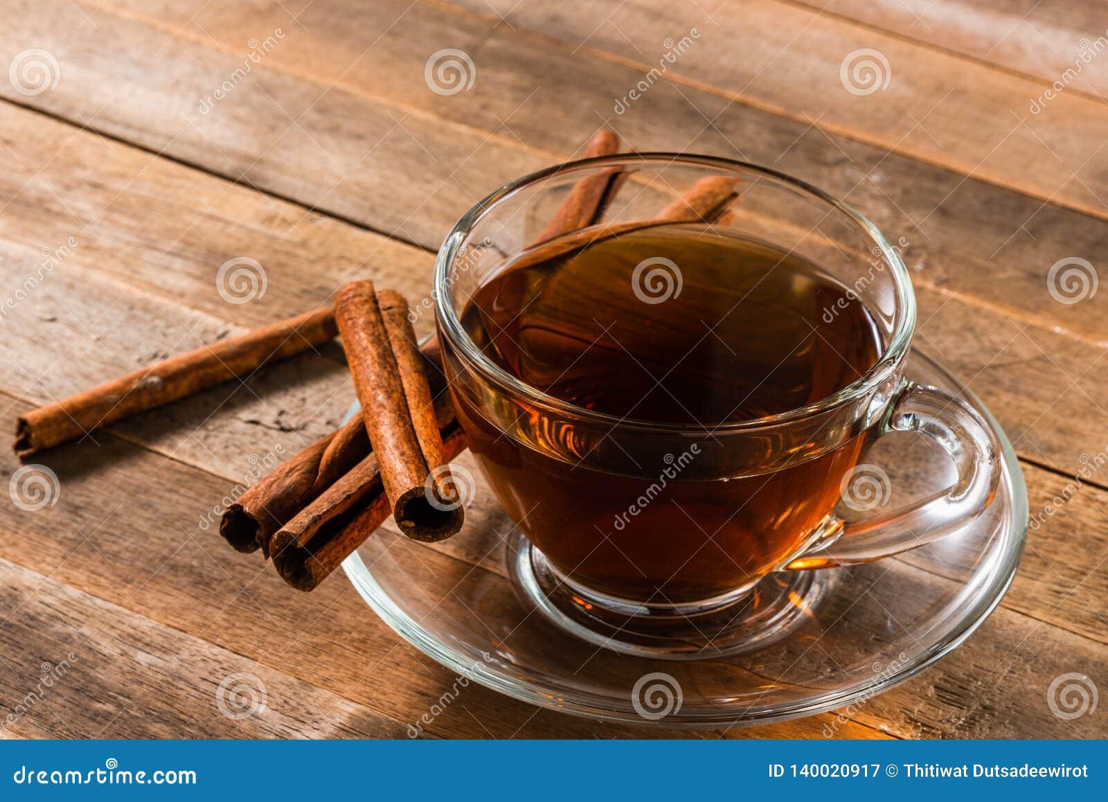 Une tasse de thé de cannelle