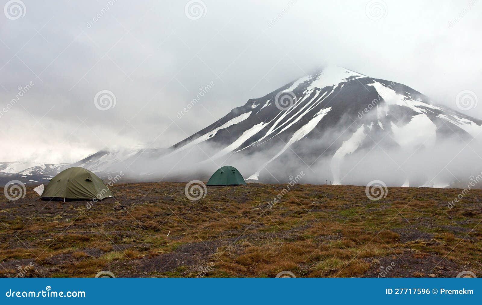 Une tente dans la toundra dans Svalbard