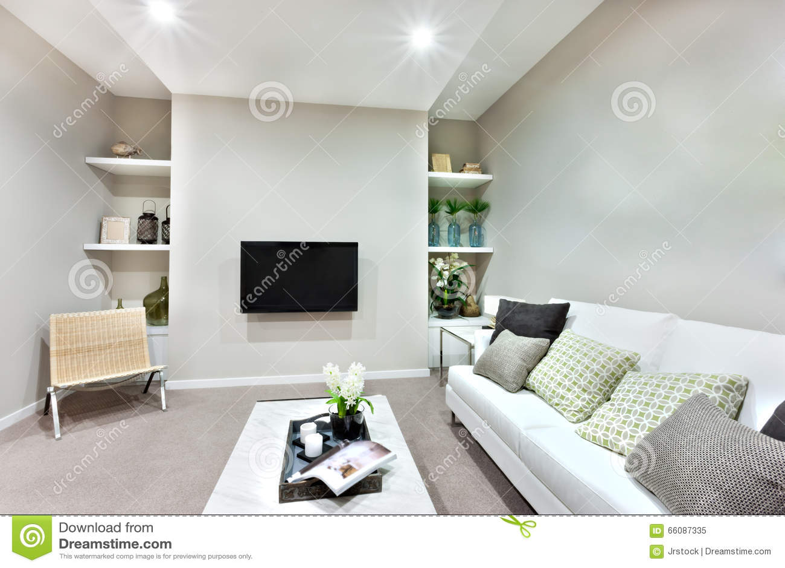 une tlvision sur le mur dans un salon de luxe image ditorial - Un Salon De Luxe