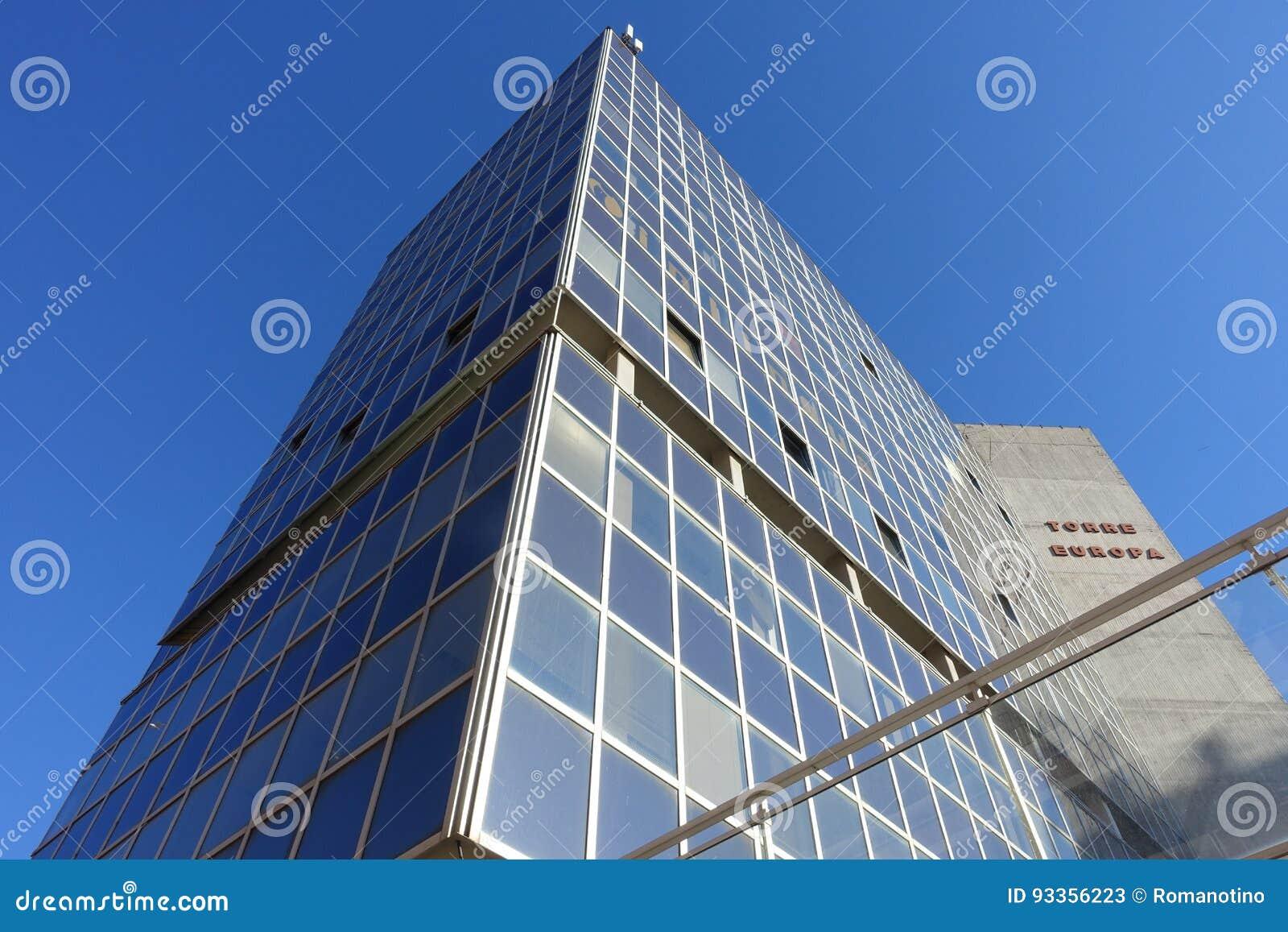 Une tour en verre de bureau photo stock éditorial image du