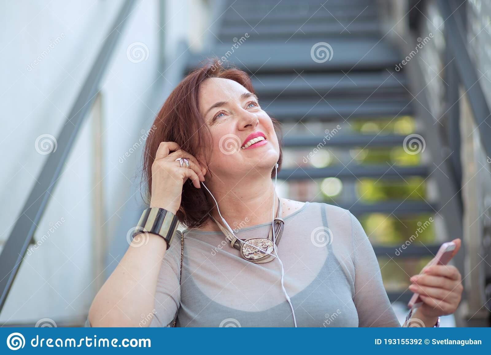recherche femme musique)