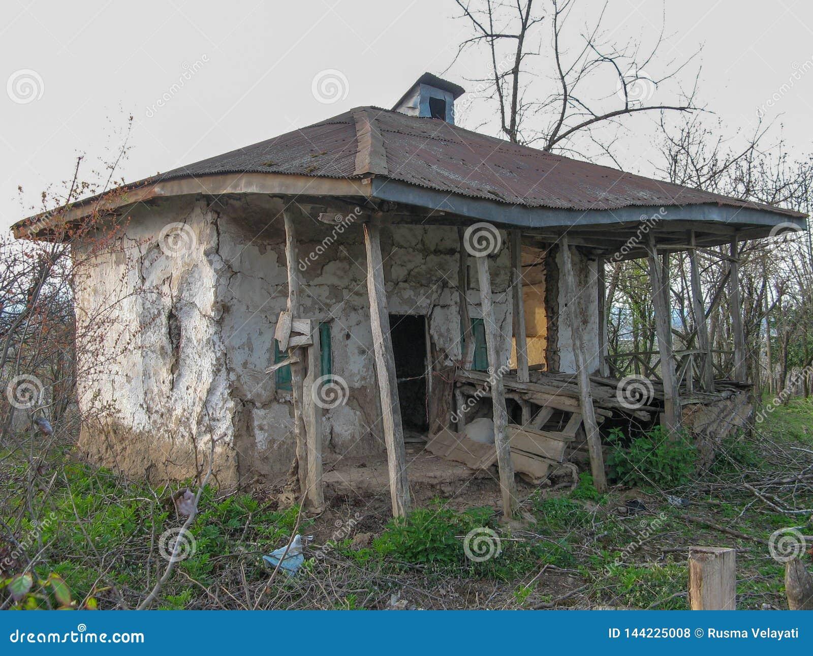 Une vieille maison rurale dans la campagne, Iran, Gilan, Asie