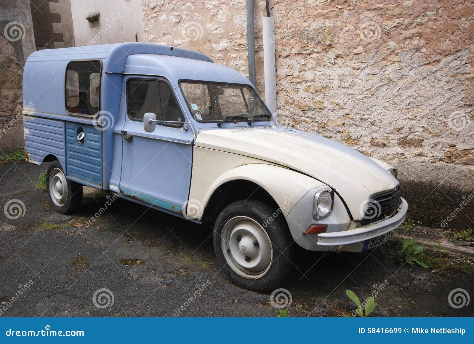 une vieille voiture de citroen image stock image du fourgon bleu 58416699. Black Bedroom Furniture Sets. Home Design Ideas