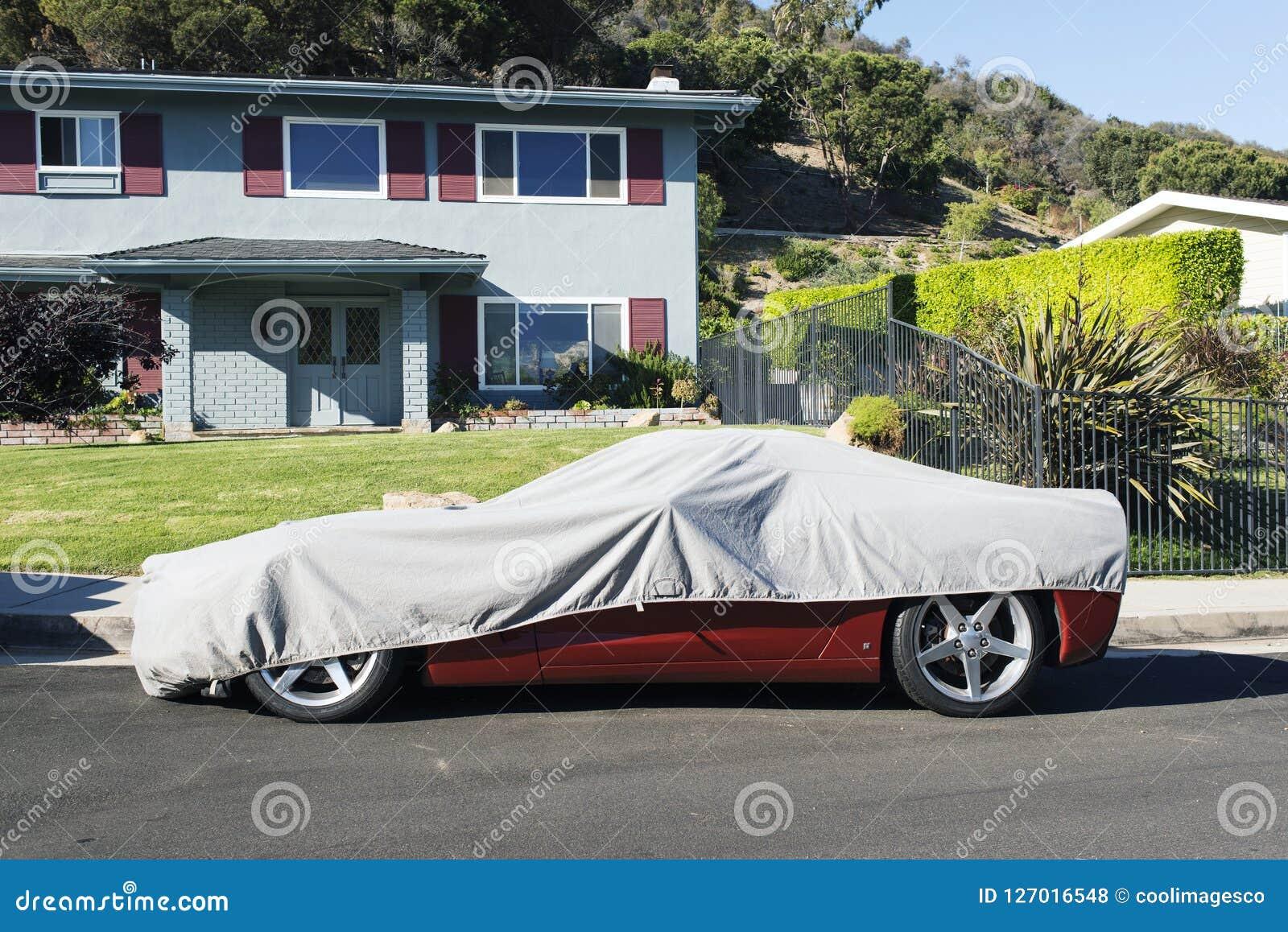 Une voiture convertible de vintage classique dans la rue à Los Angeles