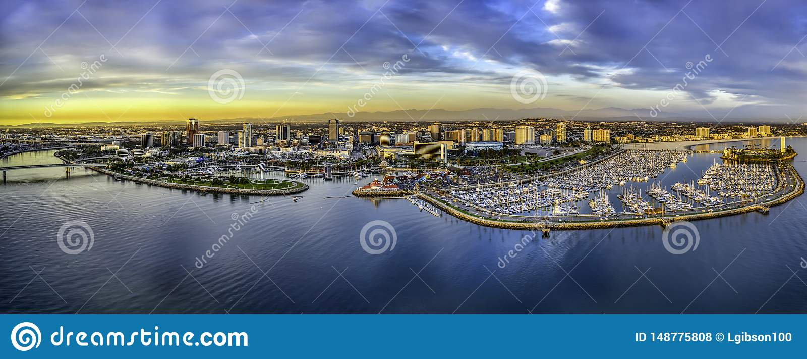 Une vue aérienne de Long Beach la Californie et la marina