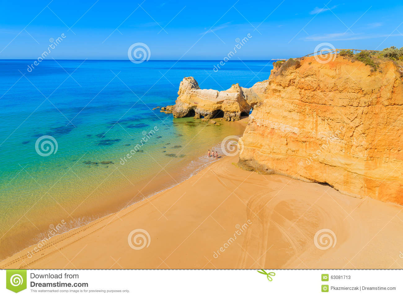 Download Une Vue D'une Plage Du DA Rocha De Praia Photo stock éditorial - Image du lagos, sable: 63081713