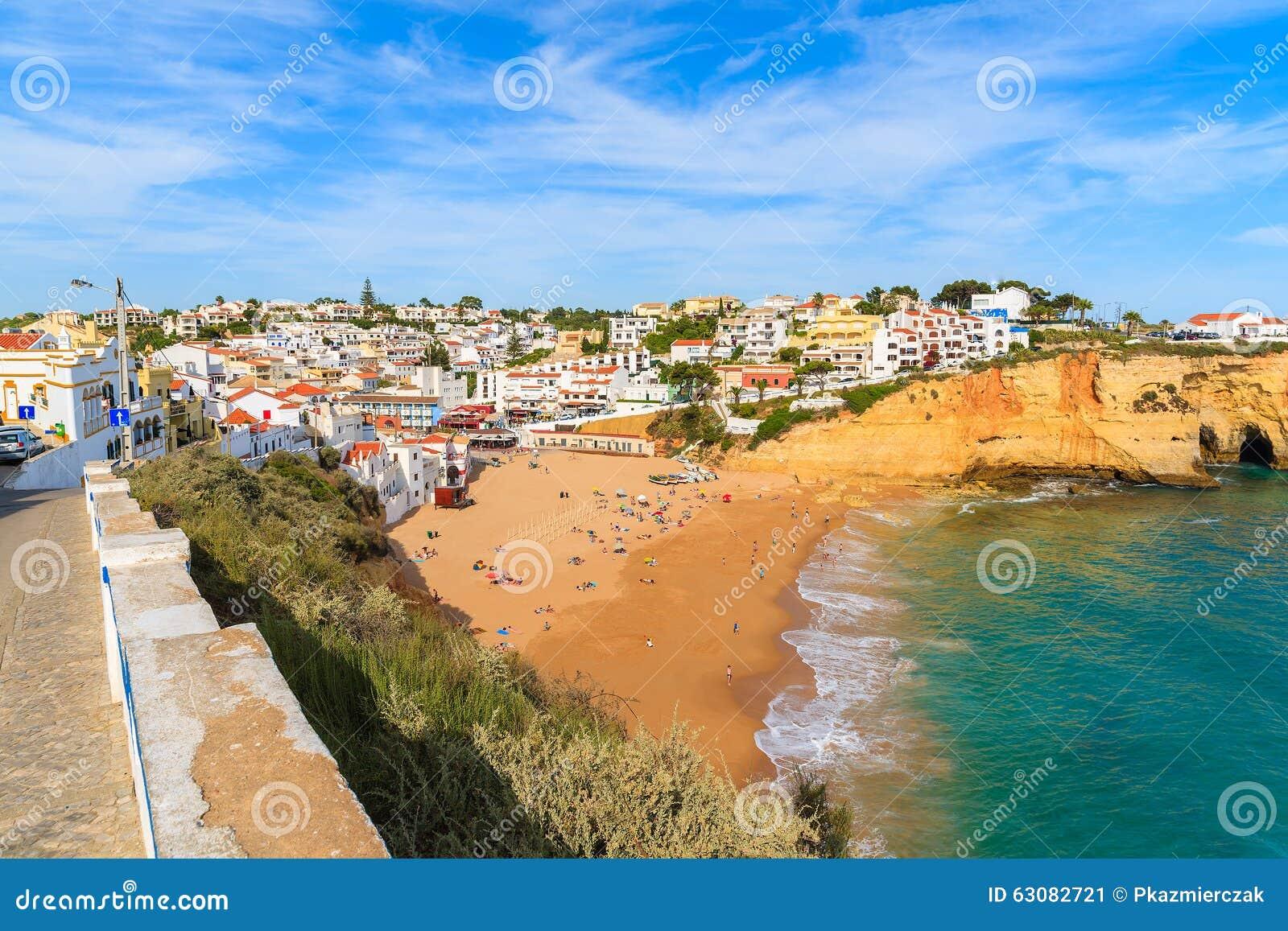 Download Une Vue De Belle Plage Dans La Ville De Carvoeiro Image stock - Image du ciel, seascape: 63082721
