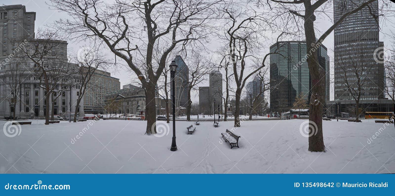 Une vue de Montréal du centre en hiver
