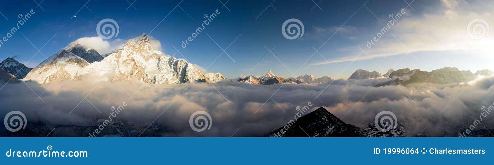 Une vue de Pamoramic d Everest et de Nuptse