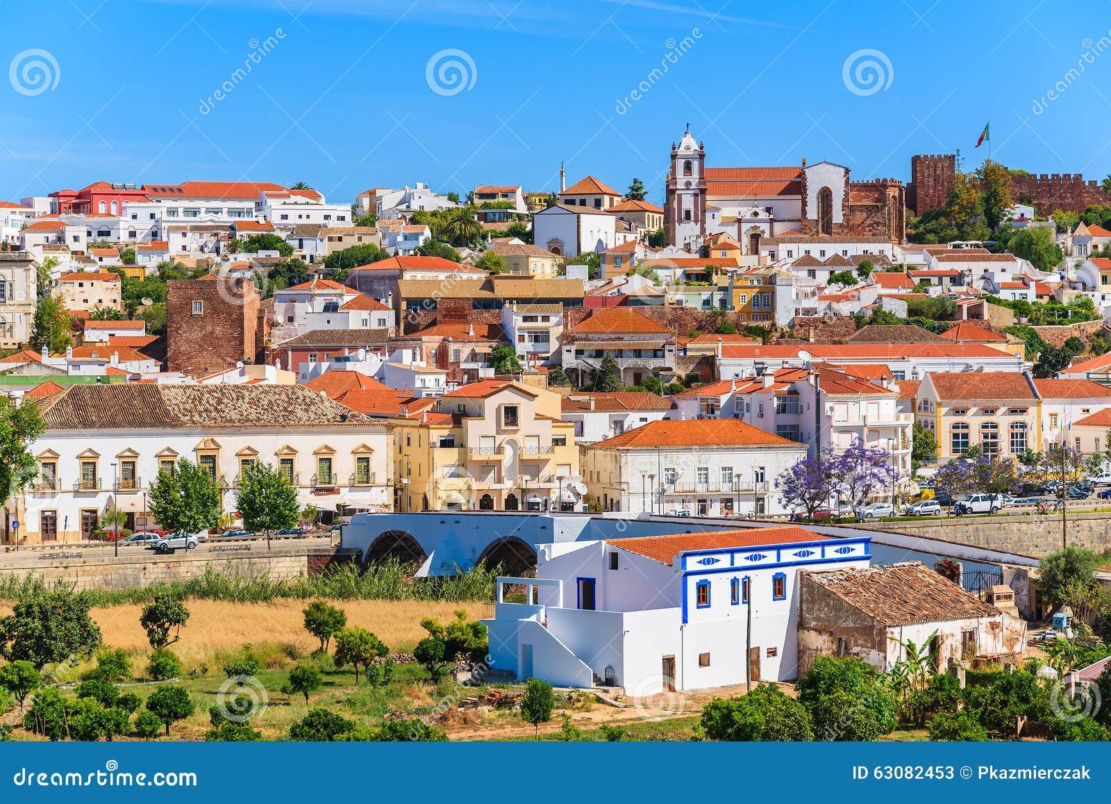Download Une Vue Des Bâtiments De Ville De Silves Image stock - Image du bleu, landmark: 63082453