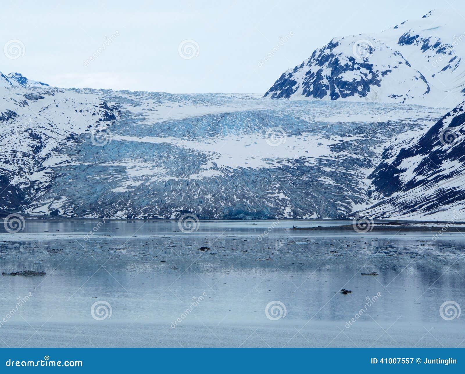 Une vue plus étroite de Reid Glacier, parc national de baie de glacier