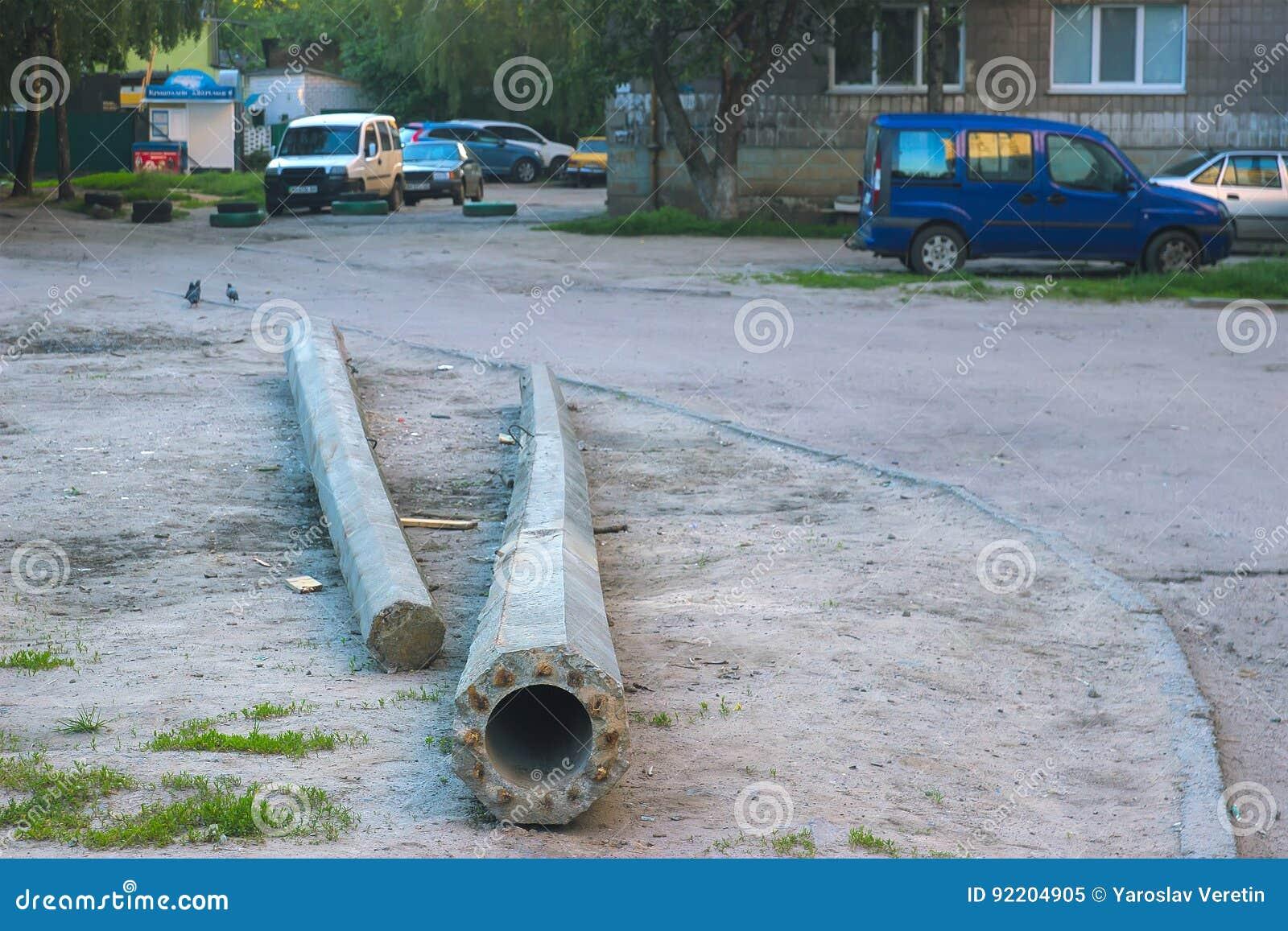 Unfall Auf Der Straße Und Dem Defekten Pfosten Stockbild - Bild von ...