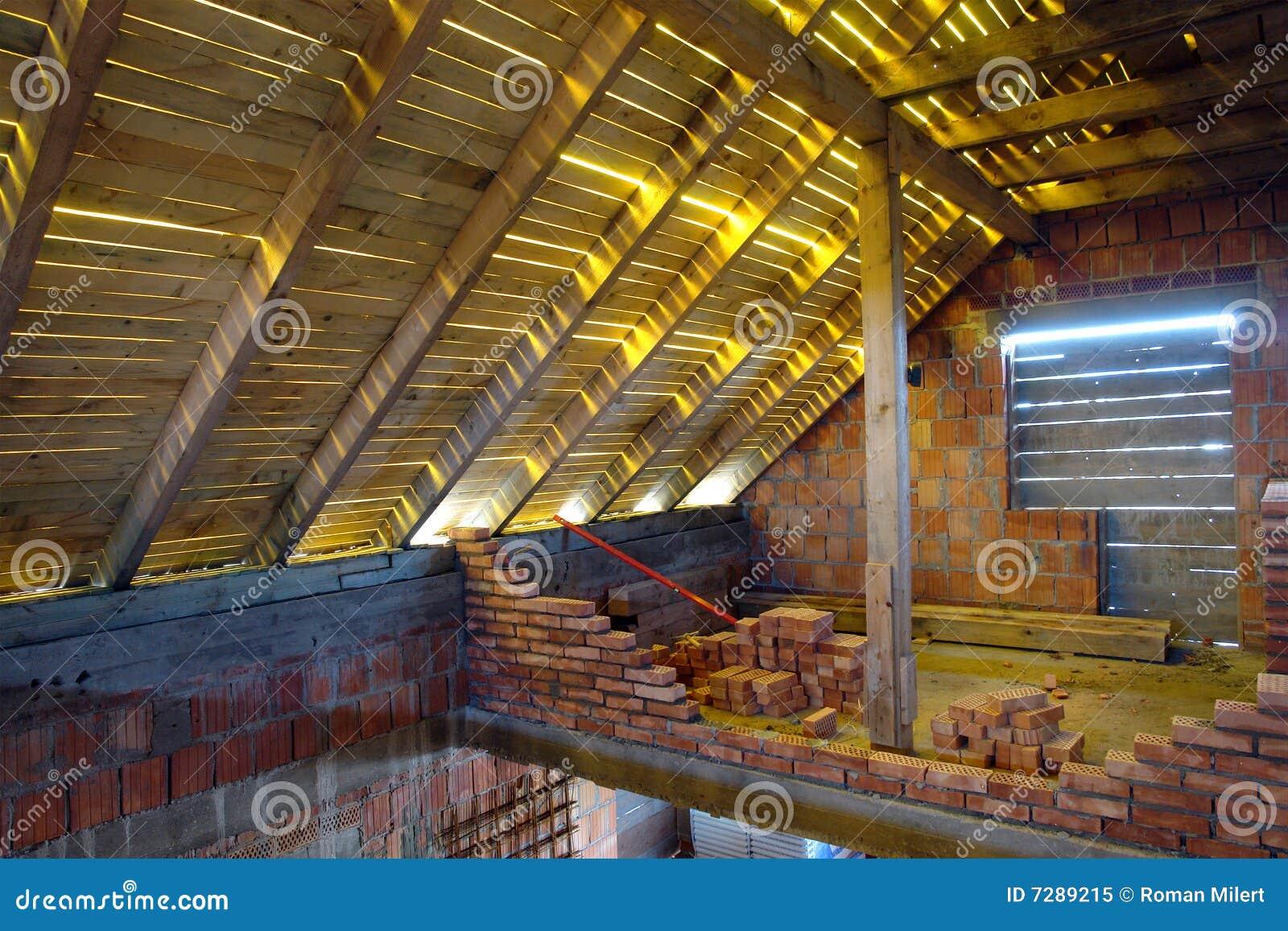 Unfertiger Dachboden stockbild. Bild von platz, aufbau - 7289215