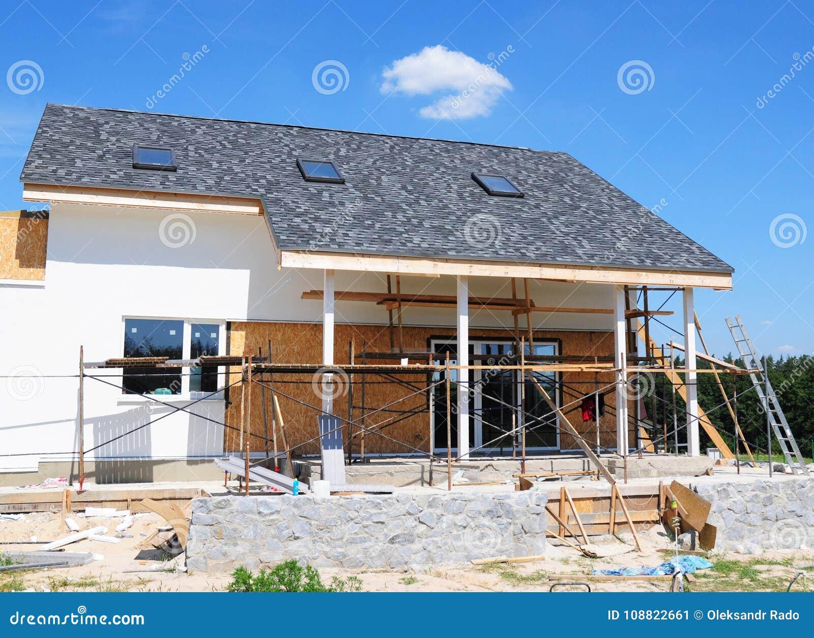 Unfertiges Haus Hauptumgestaltung und Erneuerung Malereihausmauer mit Stuck und dem Vergipsen Isolierungs-Hausmauer