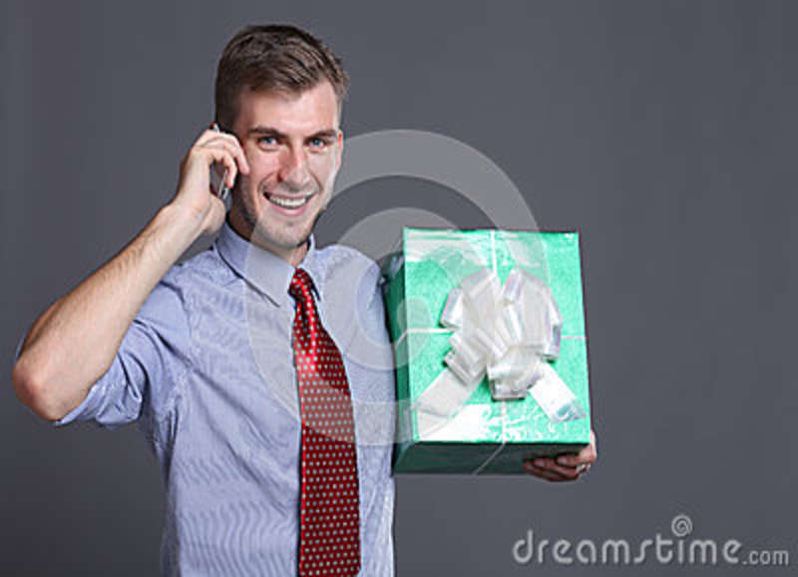 Ung affärsman med gåvor