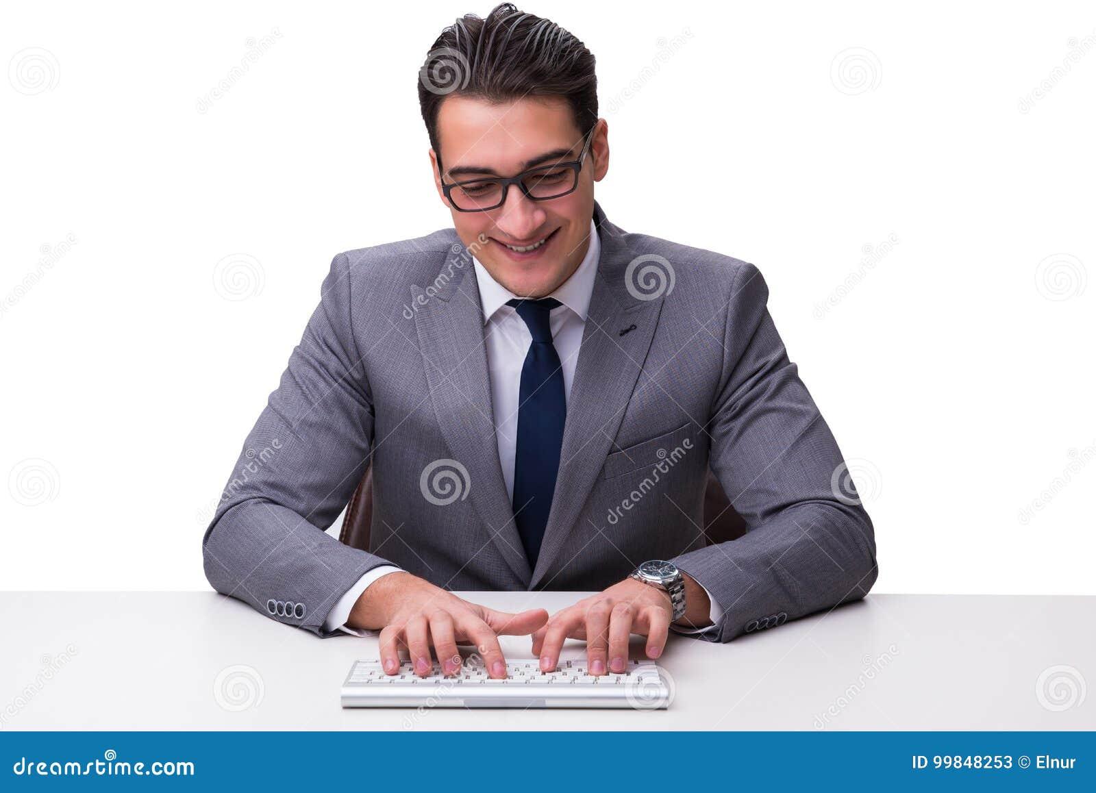 Ung affärsmanmaskinskrivning på ett tangentbord som isoleras på den vita backgroen