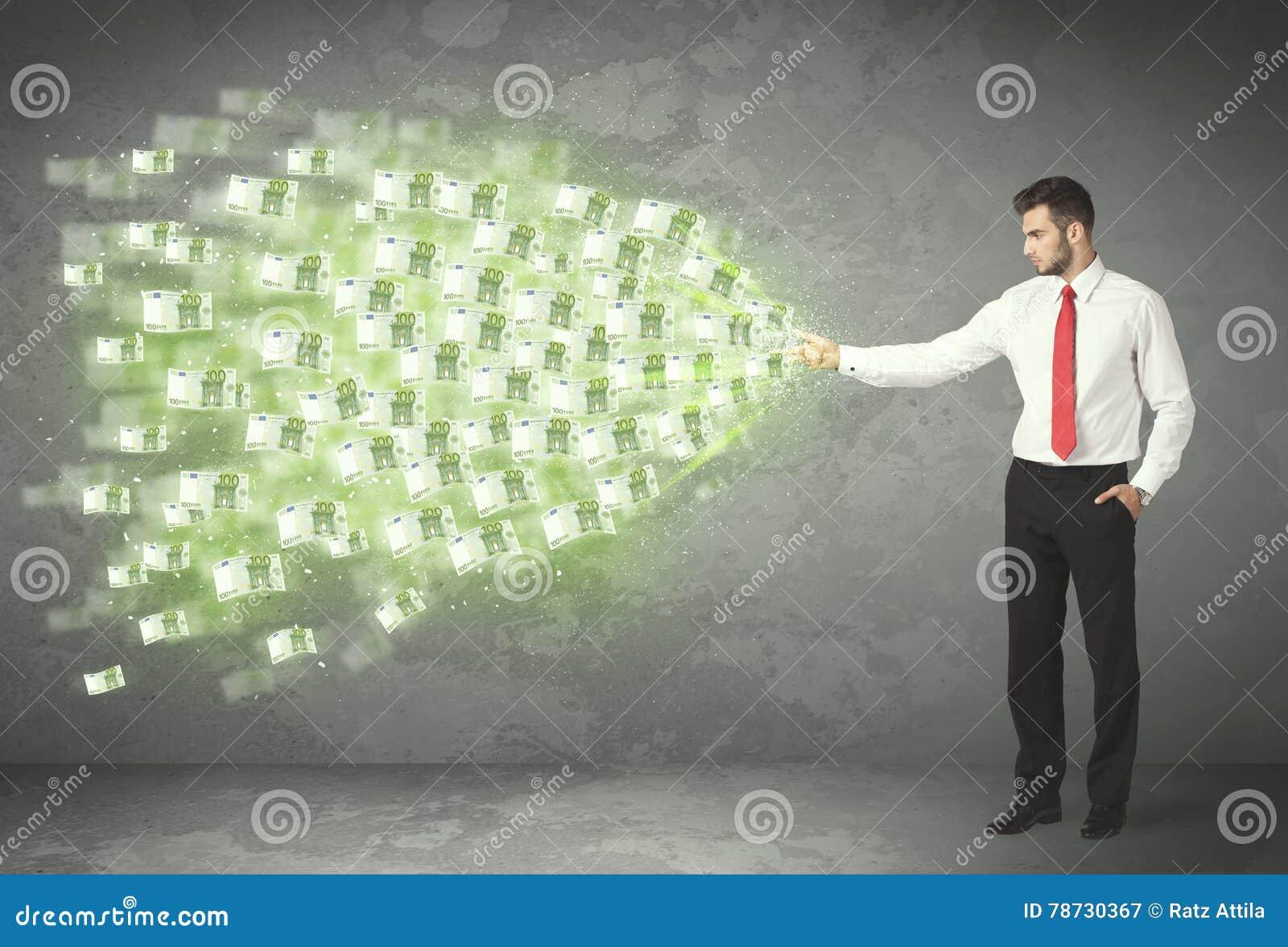 Ung affärsperson som kastar pengarbegrepp