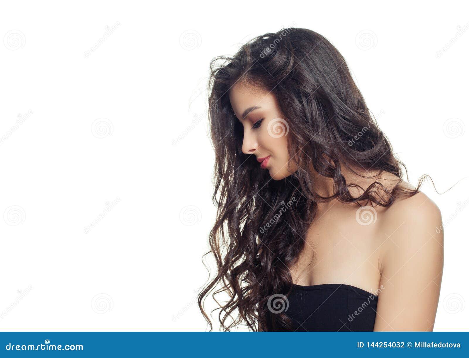 Ung brunettmodellkvinna med långt perfekt hår på vit bakgrund H?rlig kvinnlig framsida, profil