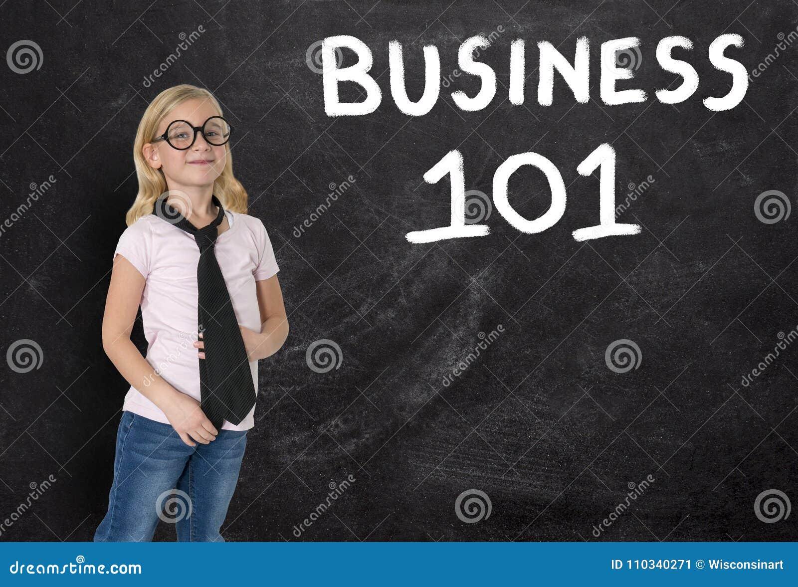 Ung flicka affärskvinna, affär 101, svart tavla, försäljningar, marknadsföring