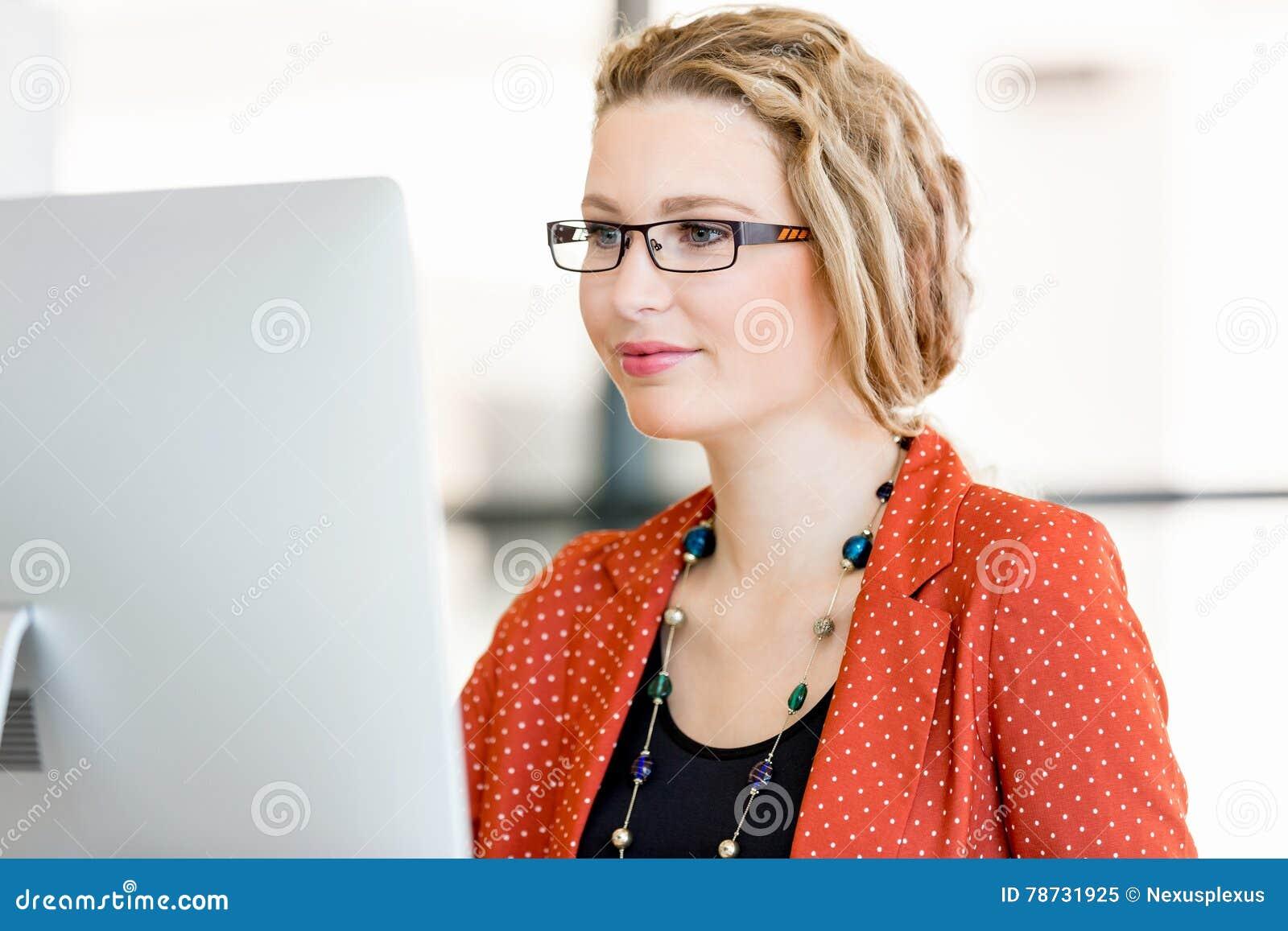 Ung kvinna i regeringsställning