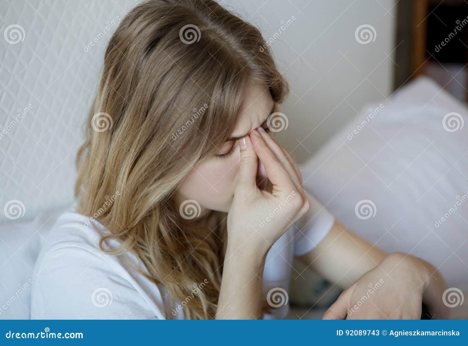 Ung kvinna med bihåla