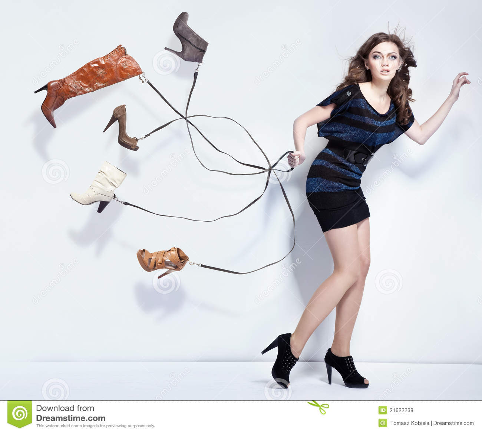 Ung kvinna med skor