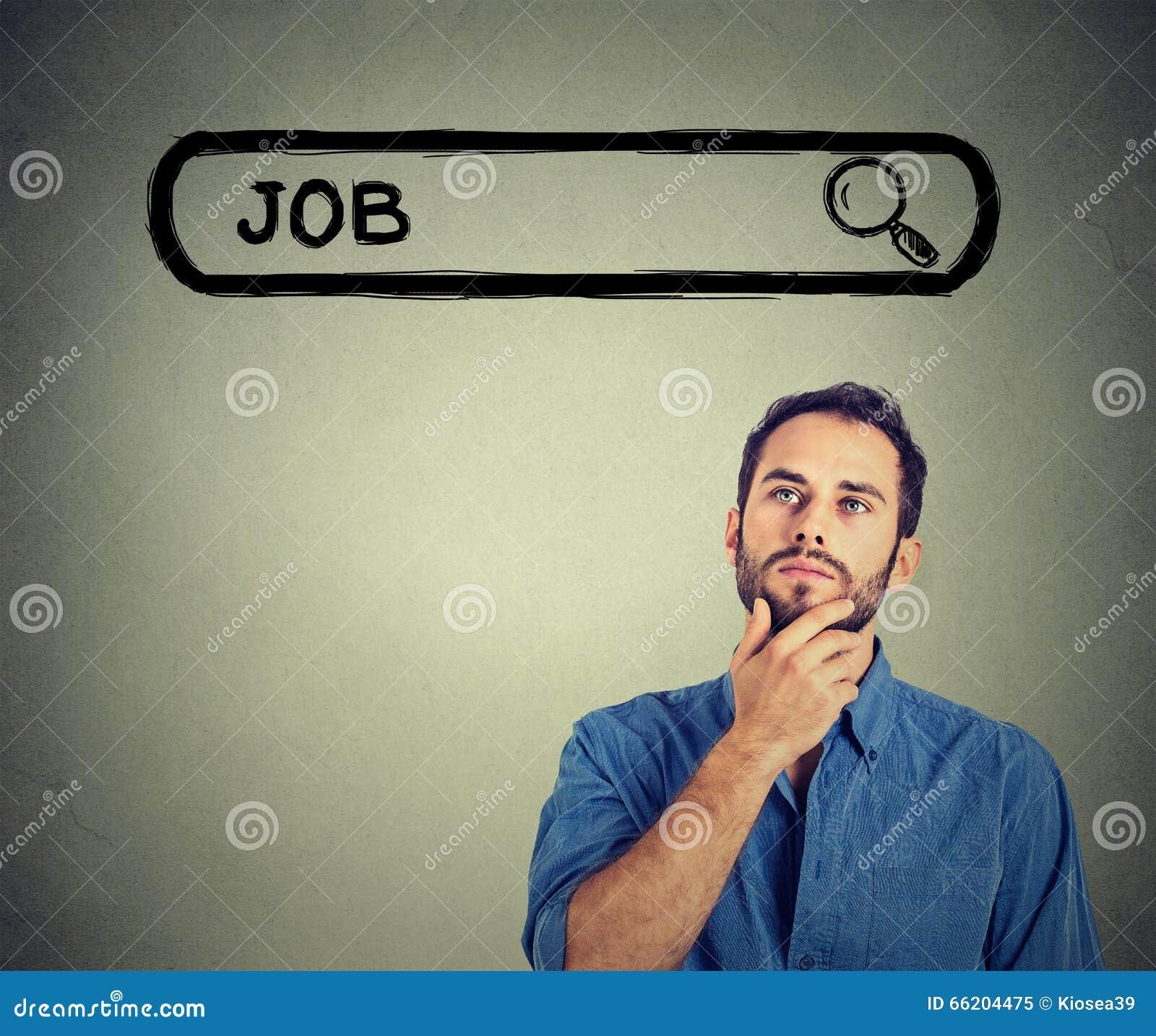 Ung stilig man för Headshot som tänker söka efter ett nytt jobb