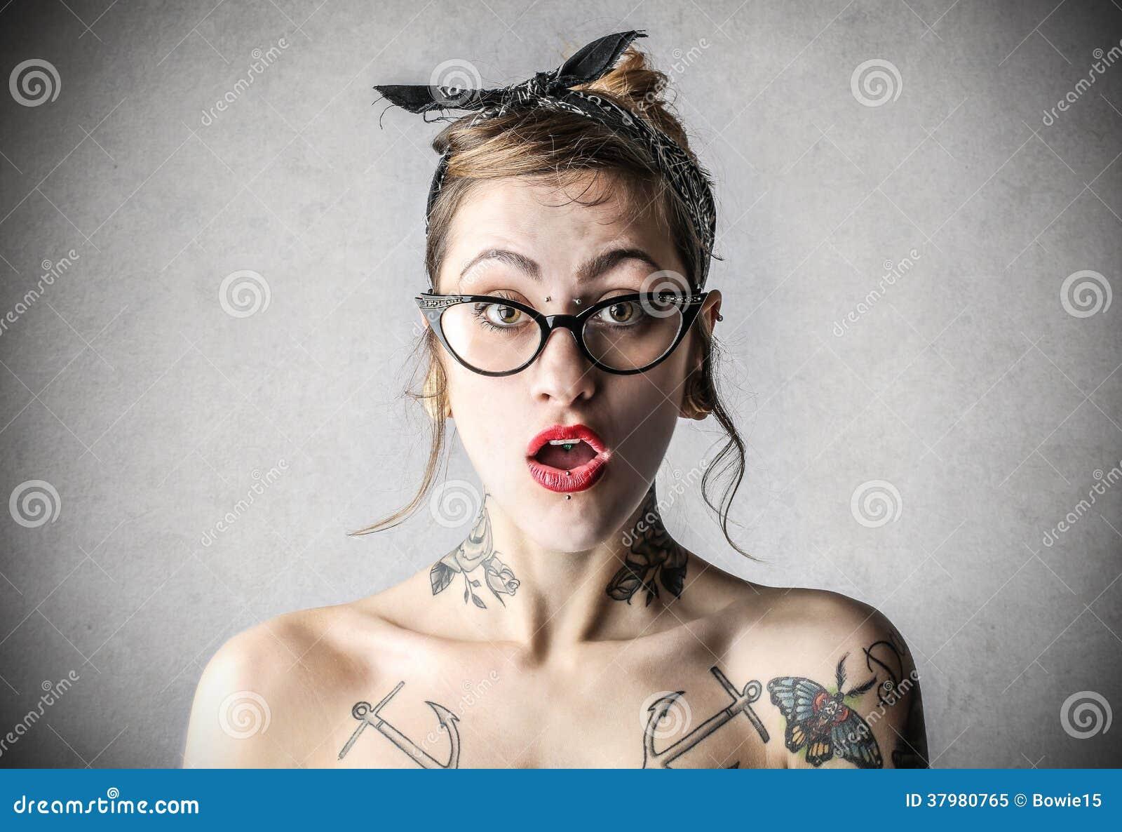 tatueringar lady rött hår