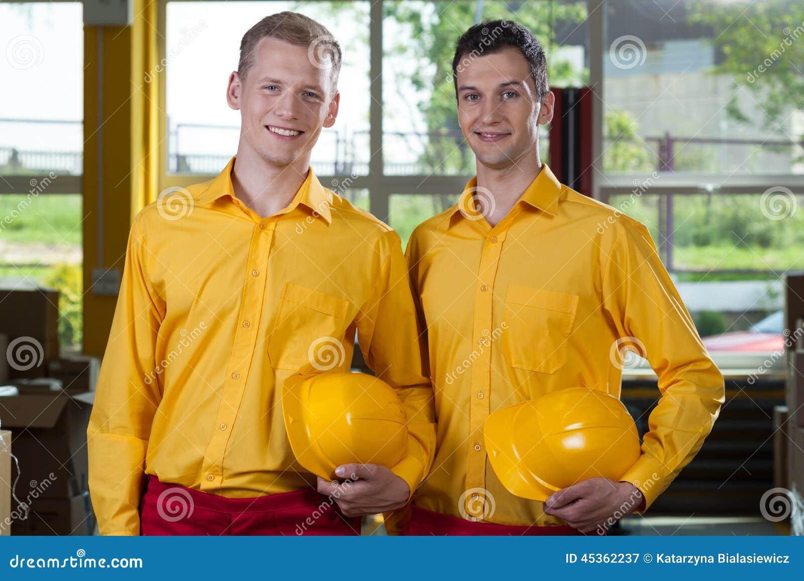 Unga fabriksarbetare