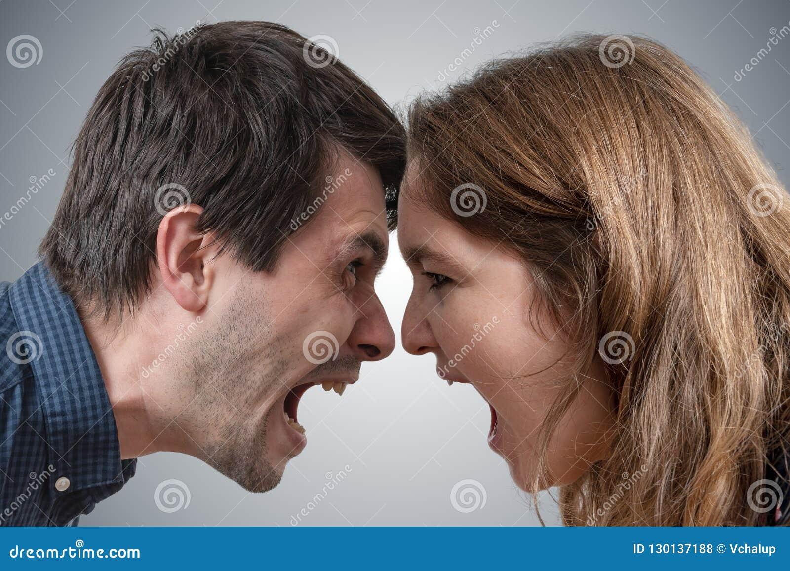 Unga par som ropar sig Skilsmässabegrepp