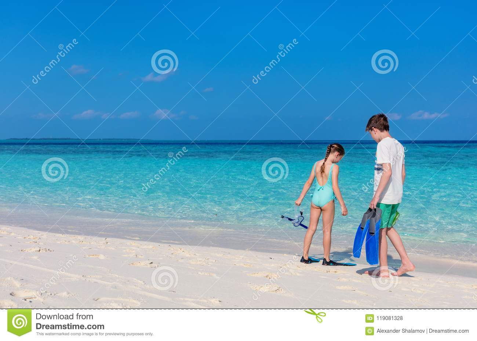 Ungar på stranden