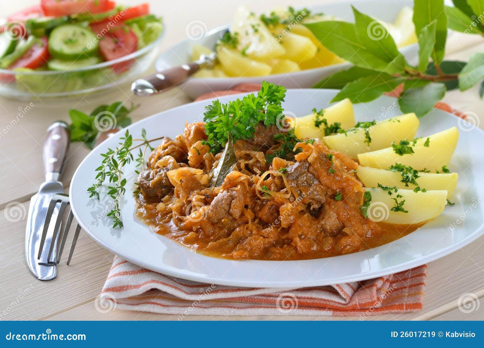 Ungarisches gulasch stockbild bild von hei gekocht for Ungarisches gulasch