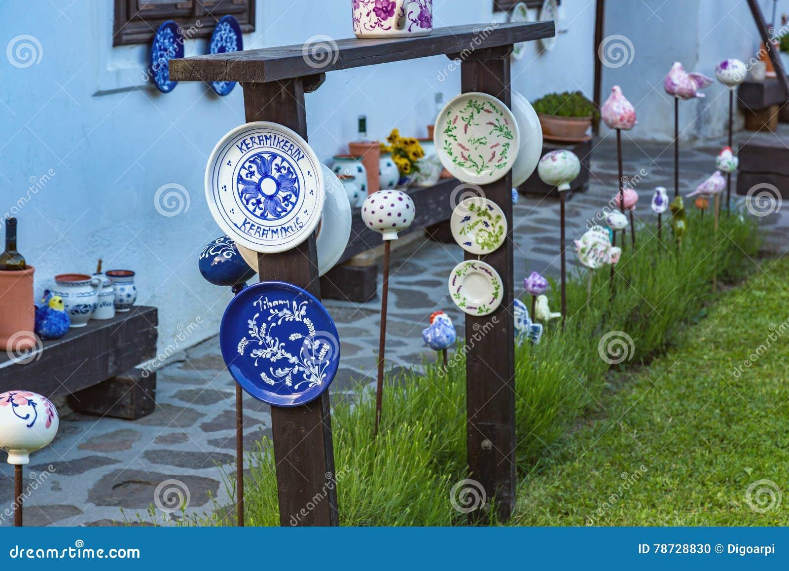 Ungersk handgjord keramik i byn Tihany