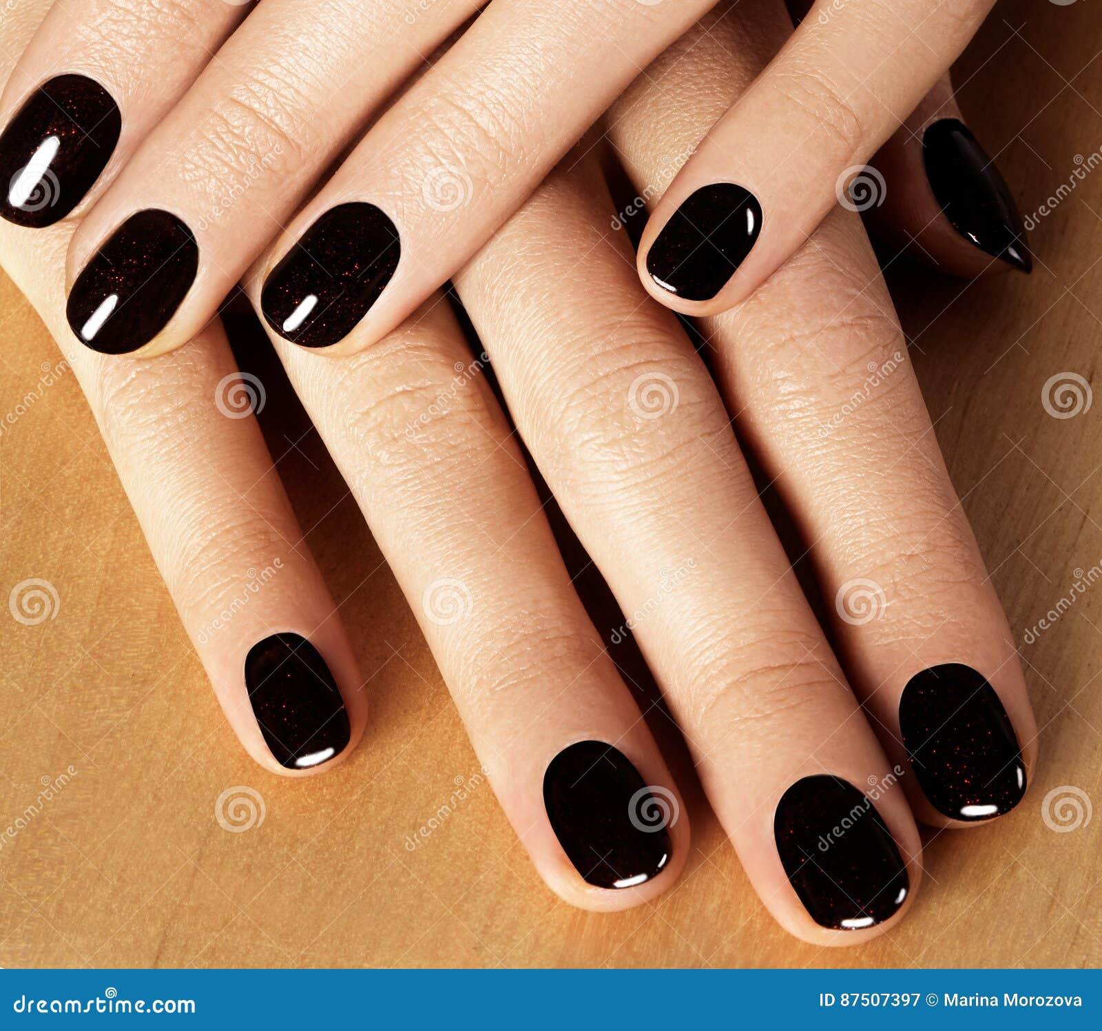Unghie Dipinte Con Smalto Nero Manicure Con Nailpolish Scuro