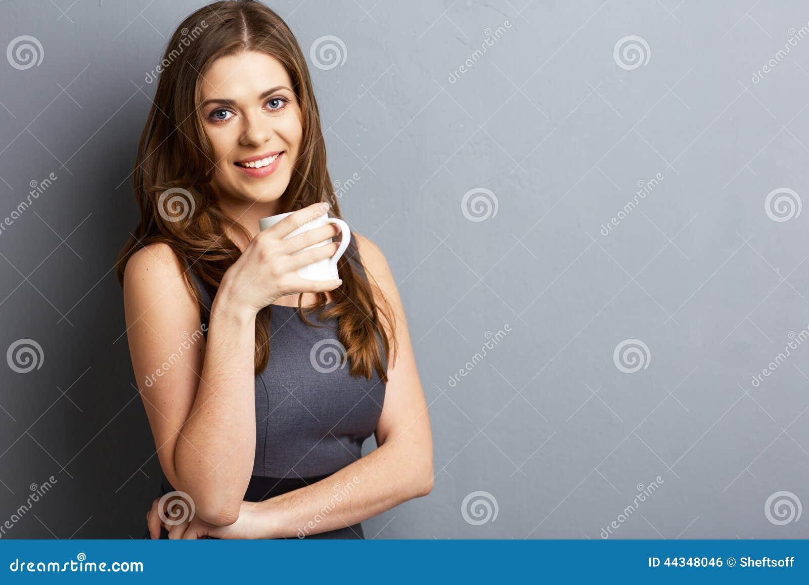 Ungt kaffe eller te för drink för affärskvinna