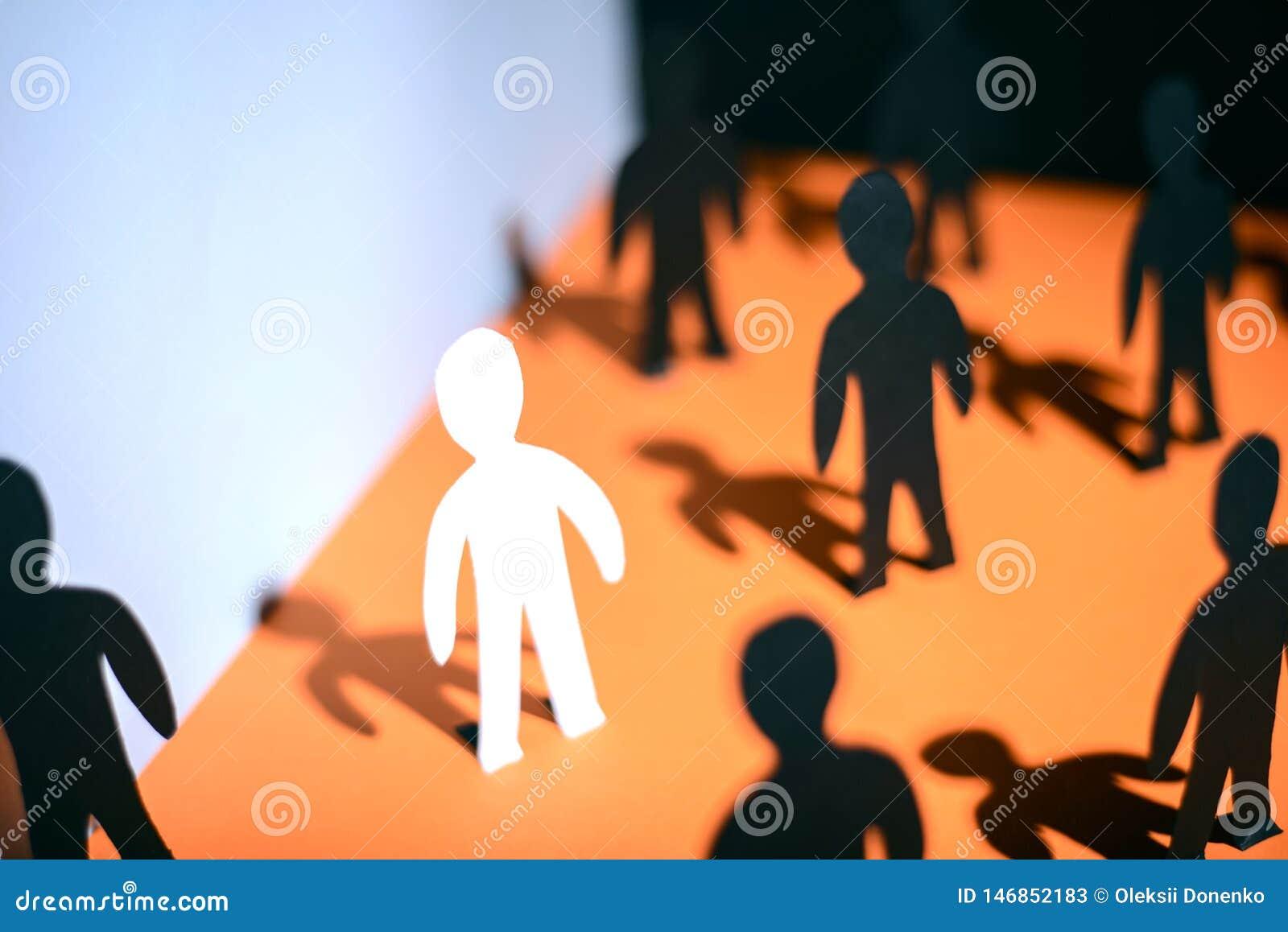 Unicidade e individualidade O conceito dos povos de papel, mostrando o problema da adaptação de empregados novos
