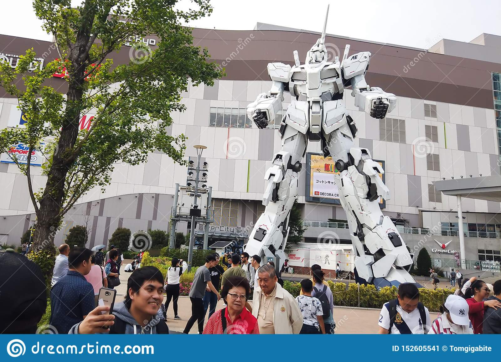 Unicorn Gundam Robot Statue Editorial Photo - Image of giant