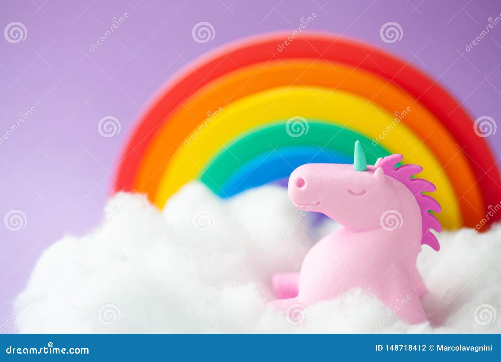 Unicorn Sitting heureux sur un nuage