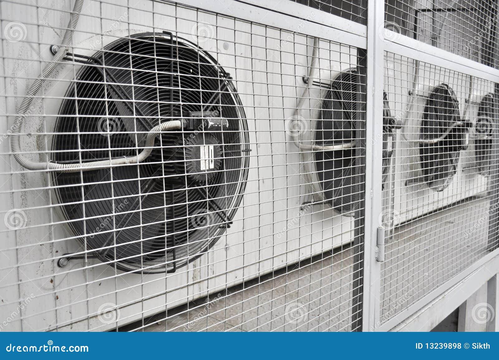 Unidad al aire libre de acondicionador de aire