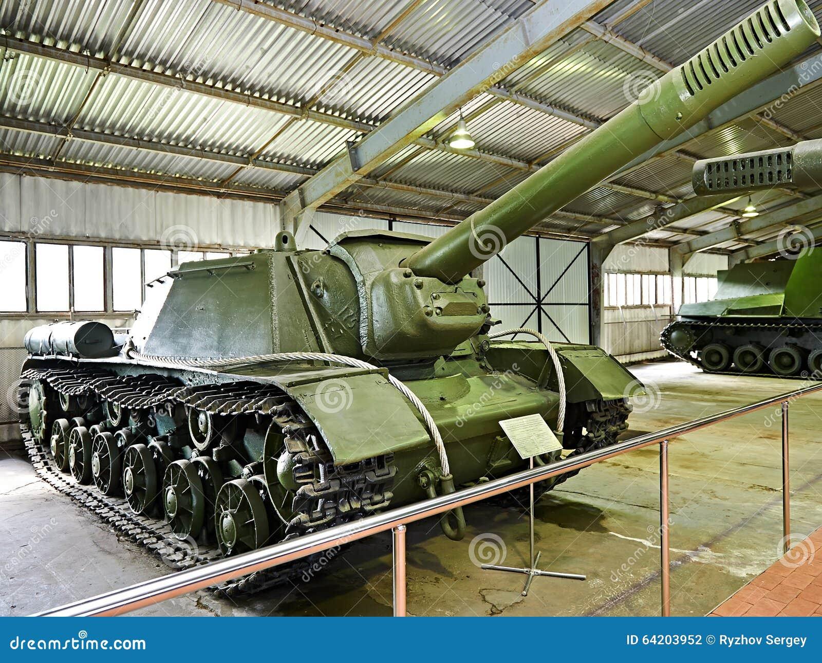 Unidad automotora SU-152 del tanque anti soviético