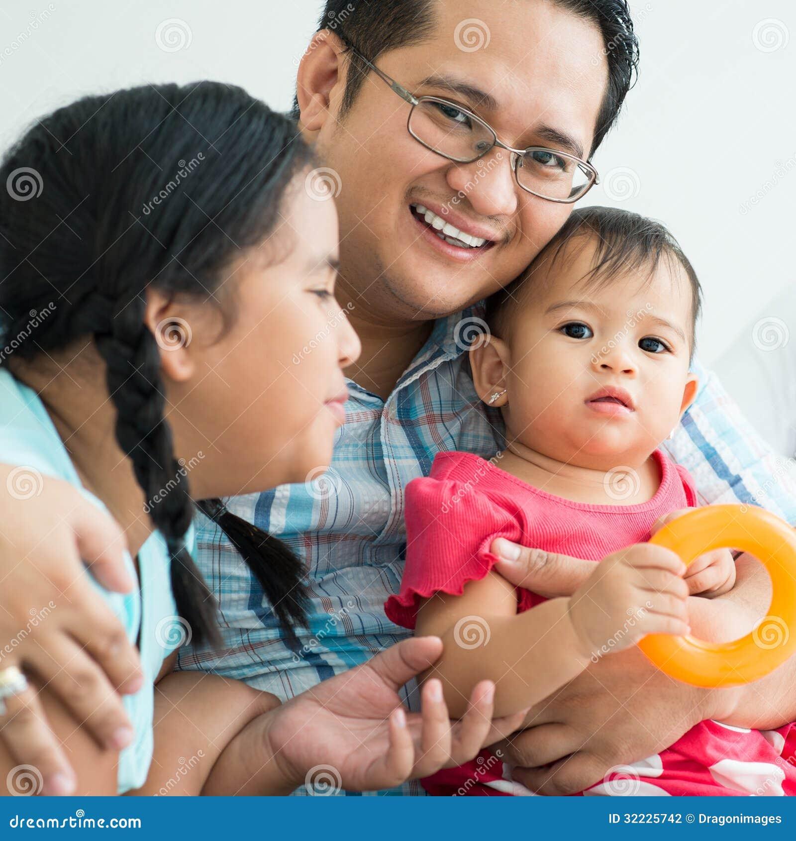 Download Unidade foto de stock. Imagem de holding, infância, fêmea - 32225742