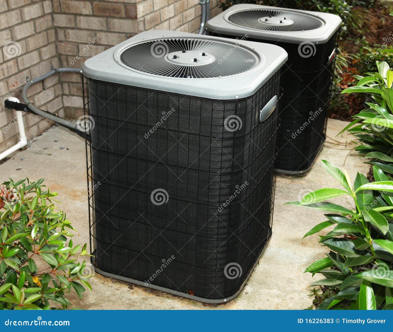 Unidade de condicionamento de ar residencial do quintal