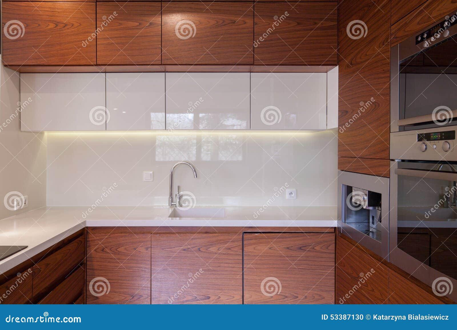 #9B5530 Unidade De Madeira Da Cozinha Foto de Stock Imagem: 53387130 1300x957 px Projetos Da Unidade De Cozinha_539 Imagens