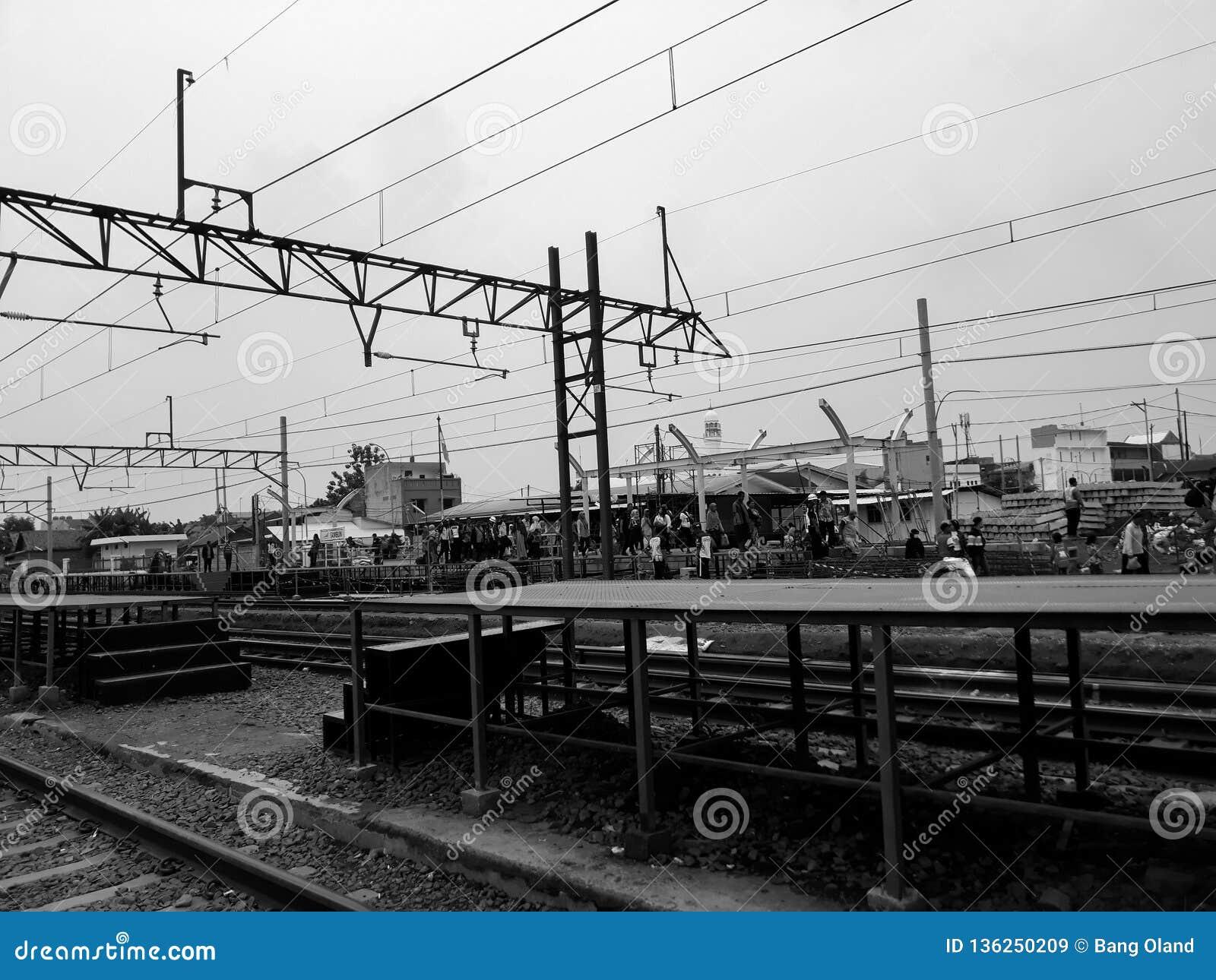 Unidentifed ludzie Widok budowa stacja kolejowa
