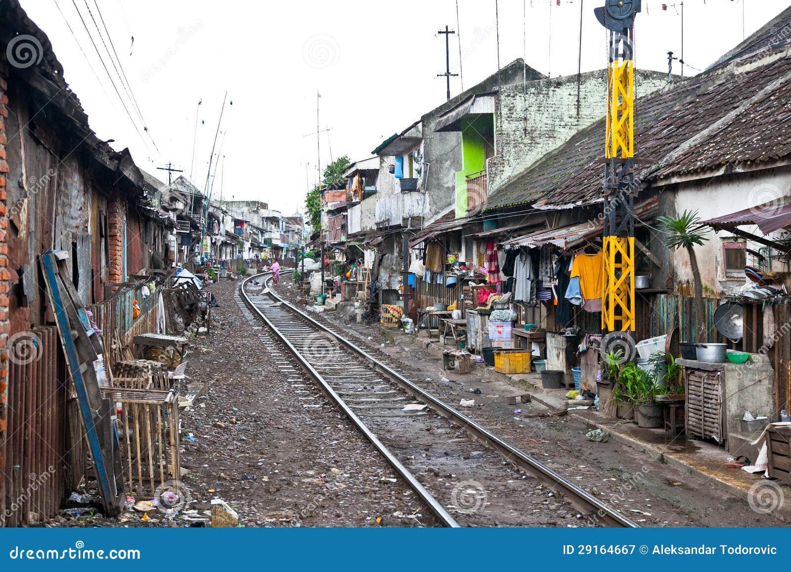 Unidentified fattigt folk som bor i slumen, Indonesien.