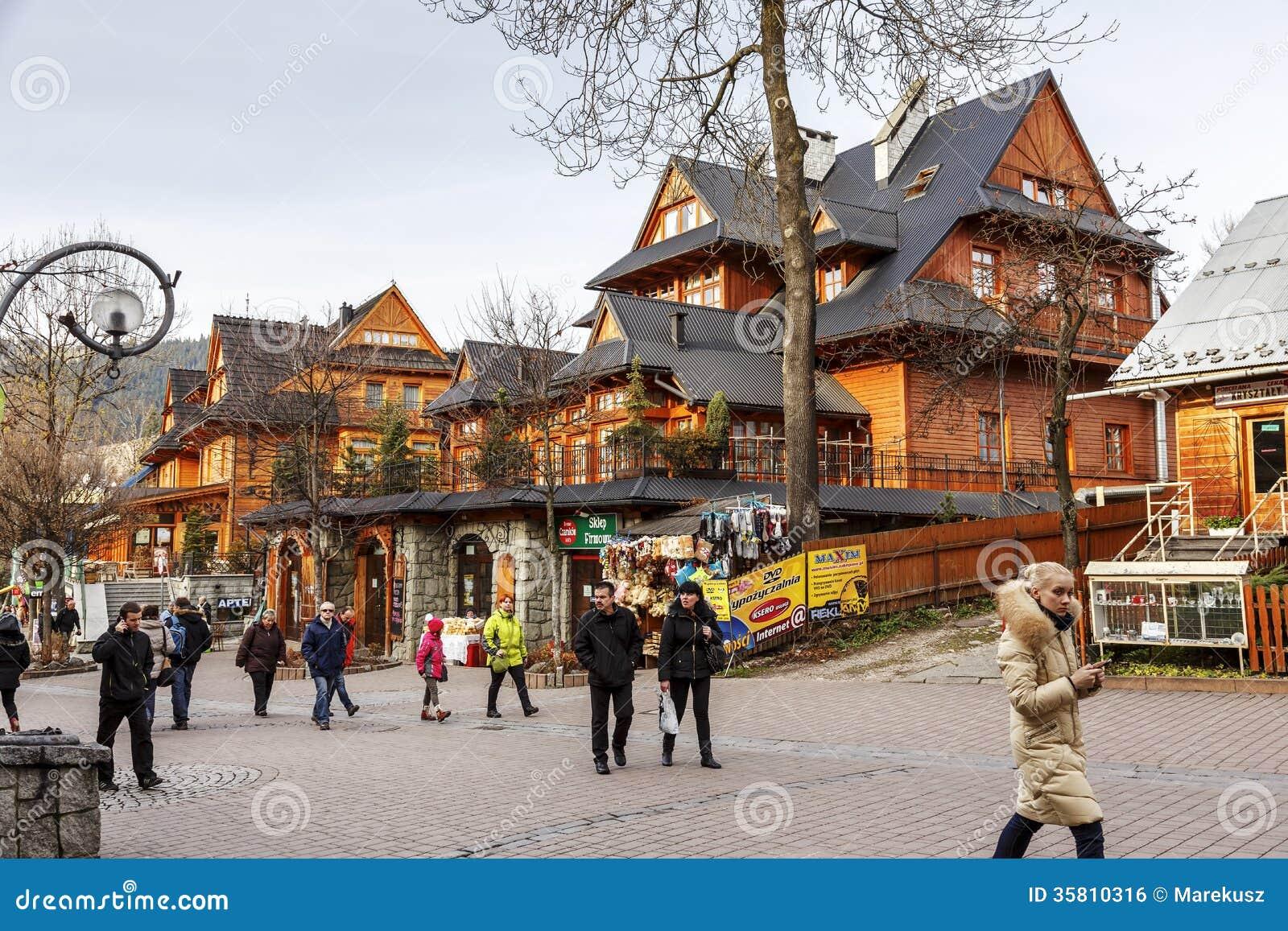 ZAKOPANE - NOVEMBER 16: Unidentified tourists visits at the Krupowki ...